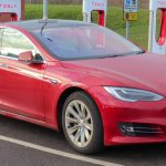 Кој електричен автомобил најбрзо забрзува до 100 км/ч?