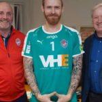 """Исландскиот голман што """"спушта ролетни"""" против Македонија се враќа дома"""