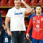 Србите не можат без скандал: Селекторот му прати СМС на помошникот и го отпушти
