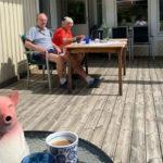 Се грижат за своите фанови: Ги изненадија пензионерите покрај езеро (ФОТО)