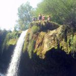Загревање за ракомет со скокови од карпи (ФОТО)