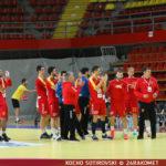 """Македонците се загреваат на терен - """"мала одбрана, ама гласна"""" поддршка од трибините (ФОТО/ВИДЕО)"""