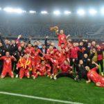 Радост до небо: Ракометарите среќни на успехот на фудбалерите (ФОТО)