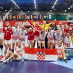 Ѕирнете во соблекувалната - како Хрватките го прославија историскиот успех (ВИДЕО)