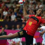 Ангола ја шокираше Јапонија, домаќинот останува со мали шанси за следна фаза