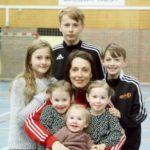 Ракометна лавица - има шест деца, работи како физиотерапевт и игра за репрезентацијата на 39 години!